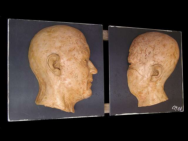 """""""in sich - ausser sich"""", Ton gebr., Stahl, Holz,  H/B/T  ca.  30/60/12 cm  2005"""