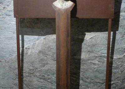 """Miwa II"" , Steinguss/Eisen, H/B/T 185,38,40 cm"